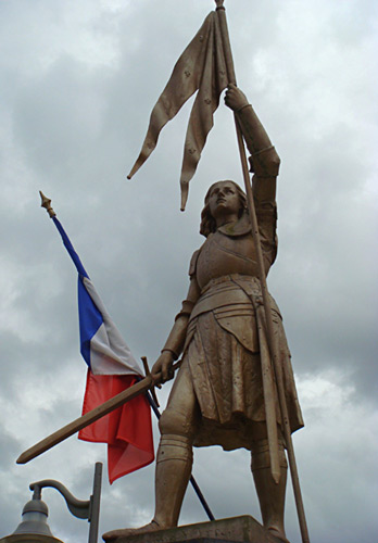 Statue of Joan of Arc with sword and banner - Photo by Chris Snidow of PilgrimWitnesses.com